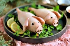 以逗人喜爱的猪的形式被充塞的乌贼-年的标志2019年 库存照片