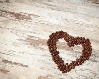 以重点的形式咖啡豆在表 图库摄影