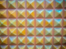 以金字塔背景的形式抽象陶瓷墙壁瓦片 免版税库存图片