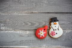 以雪人的形式自创姜饼曲奇饼和圣诞节戏弄 库存照片