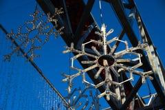 以雪花的形式圣诞灯装饰 库存图片