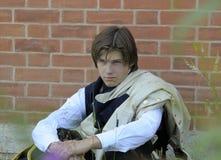 以18世纪的瑞典战士的形式一个年轻人 免版税图库摄影