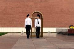 仪仗队的变化在无名英雄墓的在莫斯科上亚历山大公园  免版税库存照片