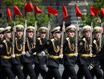仪仗队的战士一个分开的指挥官` s变貌军团的在一次军事游行的 免版税库存照片