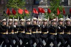 仪仗队的战士一个分开的指挥官` s变貌军团的在一次军事游行的 图库摄影