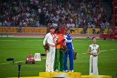 仪式上涨奖牌奥林匹克s三次妇女 免版税库存照片