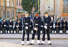 仪式更改的卫兵战士等待 免版税库存图片