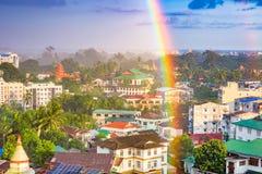 仰光,缅甸都市风景彩虹 免版税库存图片