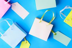 价格贴纸购物带来季节性销售横幅 库存图片