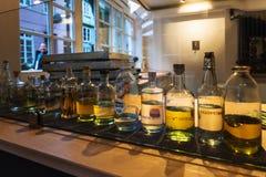 任何烈酒地方品种在窗口里在布里曼 库存图片