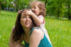 任意享受她的母亲时间 库存图片