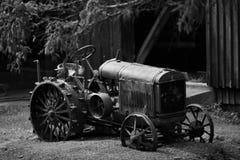 仿古拖拉机 免版税库存图片