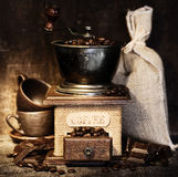 仿古磨咖啡器生活stiill 免版税库存照片