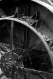 仿古钢拖拉机轮子 库存照片