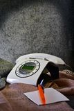 仿效一老一个的现代电话 库存照片