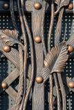仿效植物和古色古香的门面的美好的伪造的装饰元素 免版税库存照片