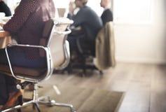 企业一起群策群力概念的队会议 免版税库存图片