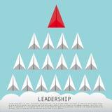 企业与红色纸平面带领的白色飞机的领导概念 免版税库存照片