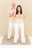 企业买卖人偶然姿势常设瑜伽 库存照片