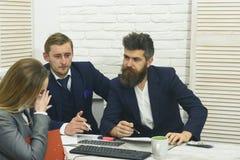 企业交涉,谈论成交的情况 商务咨询概念 商务伙伴或商人在 图库摄影