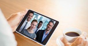 企业人视讯会议的播种的图象与同事的片剂个人计算机的 库存照片