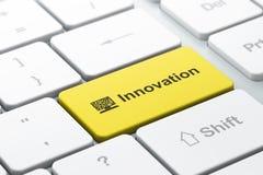 企业企业概念:计算机个人计算机和创新在键盘背景 库存图片