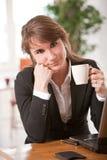 企业休息的妇女 免版税图库摄影