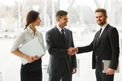 企业例证JPG人向量 握手在Th的成功的商务伙伴 库存图片