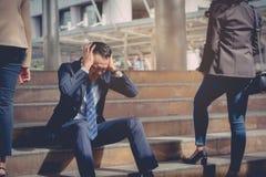 企业倒闭概念:商人被注重的开会,问题 免版税库存图片