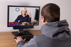 企业博克概念-年轻人观看的录影在家 免版税图库摄影