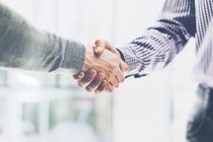 企业合作会议概念 图象businessmans握手 在好成交以后的成功的商人握手 免版税库存照片