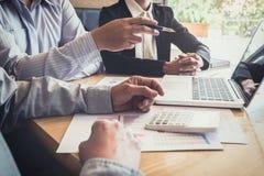 企业同事、的咨询和的会议配合新 免版税库存照片