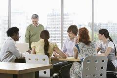 企业同事在会议上 免版税库存图片
