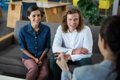 企业同事开会议在办公室 免版税库存图片