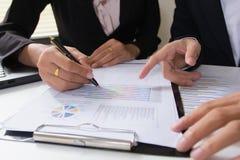 企业咨询项目的队会议 工作项目的职业投资者 免版税库存照片