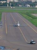 企业喷气机在机场 库存图片