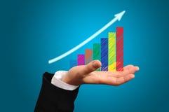 企业在男性手上的成长图表 免版税库存照片