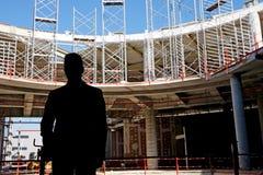 在建造场所的承包商 免版税库存照片