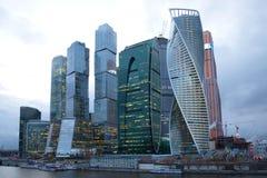 企业复杂`莫斯科城市`,多云4月晚上 莫斯科俄国 图库摄影