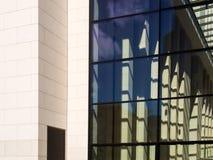 企业大厦的门面的细节在法兰克福,德语 免版税库存图片