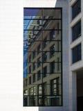 企业大厦的门面的细节在法兰克福,德语 免版税图库摄影