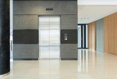 企业大厦的霍尔 免版税库存照片