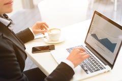 企业夫人与在断裂的计算机一起使用 图库摄影