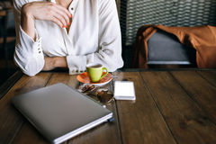 企业夫人午餐 背景二进制代码地球电话行星技术 免版税库存图片