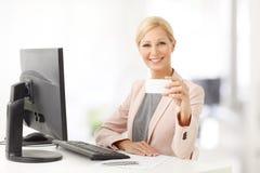 企业女实业家看板卡陈列 免版税库存照片