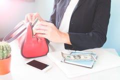 企业女性举行的信用卡 拟订dof重点现有量在线浅购物非常 库存图片