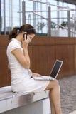 企业女性办公室外部工作 免版税库存照片