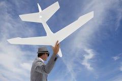 企业家商人飞行的白色飞机到天空里 免版税库存图片