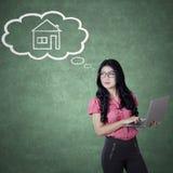 企业家计划有一个新房 免版税库存图片