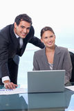 企业小组的纵向与笔记本的 库存图片